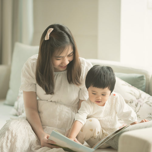 How to introduce your toddler to books