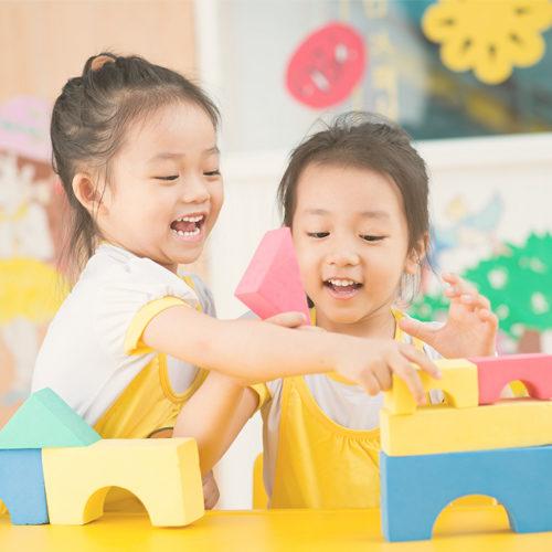 เด็ก ๆ เรียนรู้ทักษะที่สำคัญผ่านการเล่น