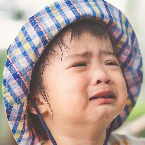 8 ways to deal with a child's tantrums