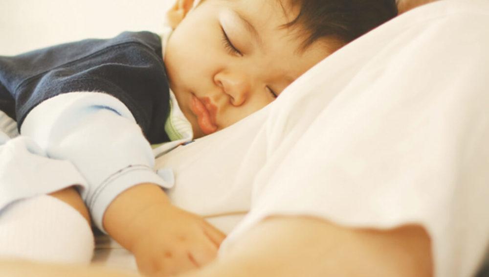 ความเชื่อที่มักเข้าใจผิดในการนอนเตียงเดียวกันกับลูก