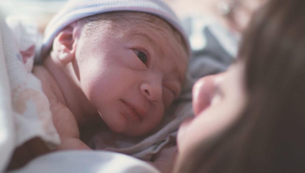 ชั่วโมงแรกหลังคลอดของทารก เวลาสำคัญของแม่และลูก